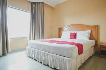 RedDoorz Plus near Tugu Tari TheHok Jambi Jambi - RedDoorz Room Basic Deal