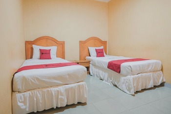 RedDoorz Plus near Tugu Tari TheHok Jambi Jambi - RedDoorz Twin Room Basic Deal