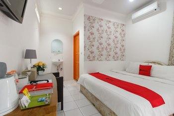 RedDoorz Syariah near Exit Toll Puncak Bogor - RedDoorz Room Basic Deal 40%