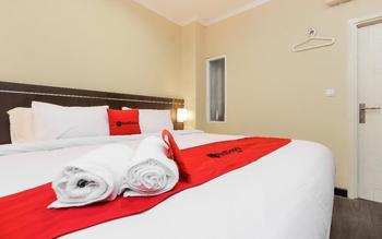 RedDoorz Plus @ Thamrin Jakarta - RedDoorz Deluxe Room with Breakfast Regular Plan
