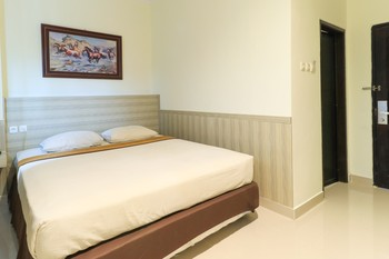 Violand Garden Hotel Samarinda - Superior Room Only Minimum Stay