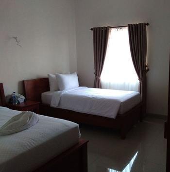 Hotel Kalton Manggarai Barat - Deluxe Twin  Regular Plan