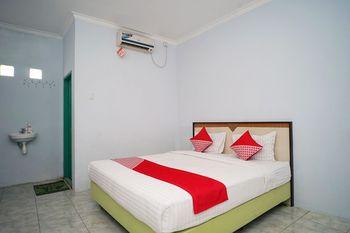 OYO 1745 Guest House Nur Aziziah 2 Balikpapan - Standard Double Room Regular Plan