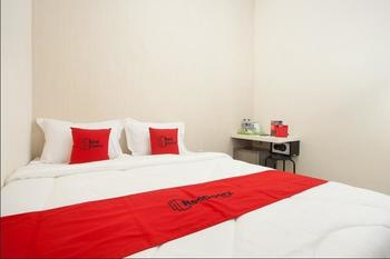RedDoorz Plus near UPN Rungkut Surabaya - RedDoorz Room Regular Plan