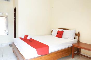 RedDoorz near Buleleng Harbour 2 Bali - RedDoorz Deluxe Room AntiBoros