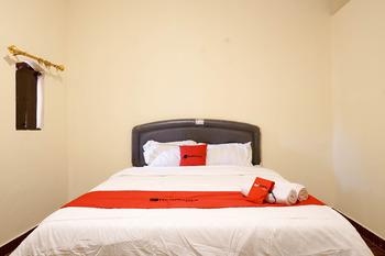 RedDoorz near Buleleng Harbour 2 Bali - RedDoorz Premium Room Basic Deals Promotion