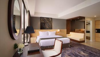 GranDhika Hotel Pemuda Semarang - Deluxe Executive - with Breakfast & Minibar Regular Plan