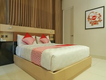 OYO 825 Grand Omah Sastro Yogyakarta - Deluxe Double Room Regular Plan