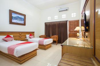 OYO 763 Bromo View Hotel Probolinggo - Deluxe Twin Room Regular Plan