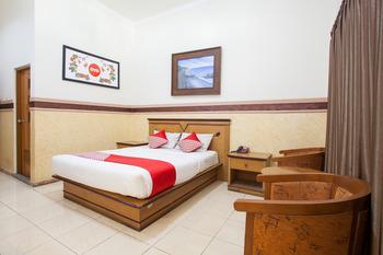 OYO 763 Bromo View Hotel Probolinggo - Deluxe Double Room Regular Plan
