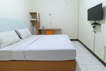Celia Hotel Samarinda - Superior Double Room Only Minimum Stay