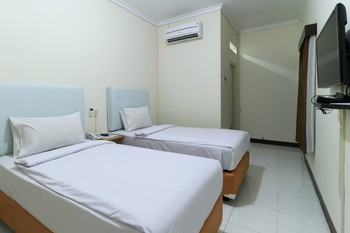 Celia Hotel Samarinda - Superior Twin Room Only Minimum Stay