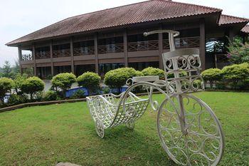 Taurus Resort Sukabumi - Family Pool View Room Regular Plan