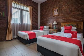 RedDoorz Plus near Exit Toll Pasteur 2 Bandung - RedDoorz Twin Room Last Minute