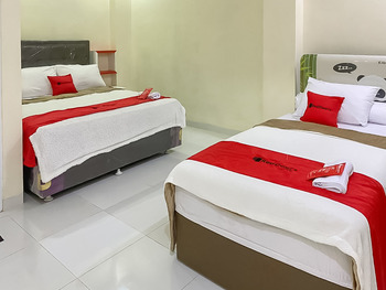 RedDoorz Syariah near PKOR Lampung Bandar Lampung - RedDoorz Family Room Best Deal