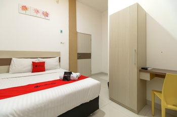 RedDoorz near Palembang Trade Center Palembang - RedDoorz Room Basic Deal