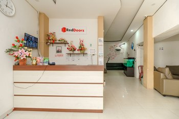 RedDoorz near Palembang Trade Center