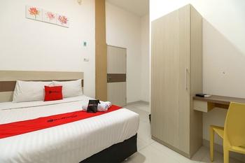 RedDoorz near Palembang Trade Center Palembang - RedDoorz Room with Breakfast Regular Plan