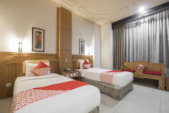 OYO 821 Hotel Dinasti Makassar - Deluxe Twin Room Regular Plan