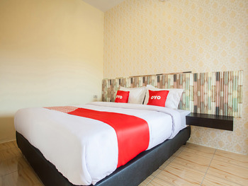 OYO 2361 Hotel Winston Deli Serdang - Deluxe Double Room Regular Plan