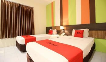 RedDoorz Plus near Keraton Yogyakarta 2 Yogyakarta - RedDoorz Twin Room Last Minute
