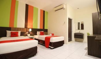 RedDoorz Plus near Keraton Yogyakarta 2 Yogyakarta - RedDoorz Twin Room with Breakfast Regular Plan