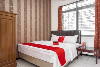 RedDoorz near Widyagama Malang - RedDoorz Room Basic Deal