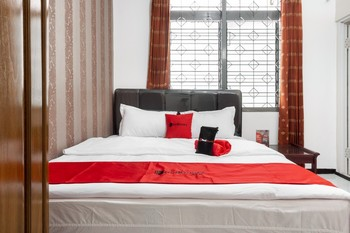 RedDoorz near Widyagama Malang - RedDoorz Room with Breakfast Regular Plan