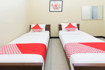 OYO 890 Dewi Fortuna Guest House Yogyakarta - Standard Twin Room Regular Plan