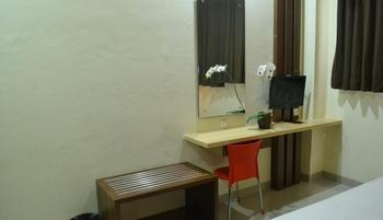 City Hotel Tasikmalaya - Standard Twin Bed Room Regular Plan