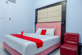 RedDoorz Plus Syariah near Stasiun Pekalongan 2 Pekalongan - RedDoorz Room Regular Plan