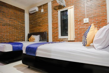 SPOT ON 2375 Agbil Homestay Trenggalek - SPOT ON Triple Regular Plan