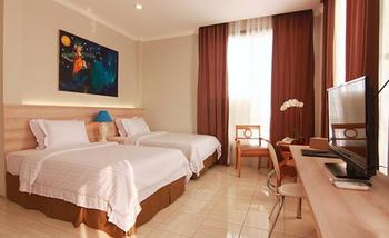 Topaz Residence Jakarta - Deluxe Room With Breakfast Get 45% Off