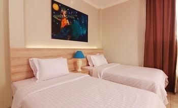 Topaz Residence Jakarta - Grand Deluxe Room With Breakfast  Regular Plan