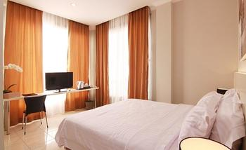 Topaz Residence Jakarta - Deluxe Room With Breakfast   Limited Time Deals 35% Off