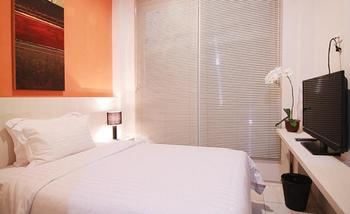 Topaz Residence Jakarta - Superior Single Room with Breakfast Get 30% Off