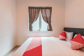 OYO 551 The View Syariah Jakarta - Deluxe Double Room Regular Plan