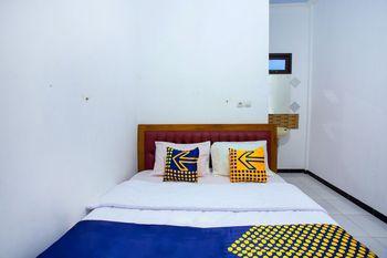 SPOT ON 2718 Backpacker's Homestay Jlegong Wonosobo - Deluxe Double Room Early Bird