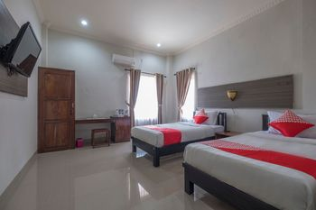OYO 1527 Hotel Barkah Makassar - Deluxe Twin Room Regular Plan