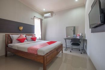 OYO 1527 Hotel Barkah Makassar - Standard Double Room Regular Plan
