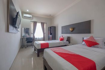 OYO 1527 Hotel Barkah Makassar - Standard Twin Room Regular Plan