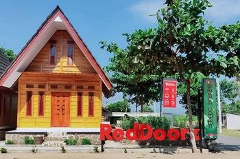 RedDoorz @ Geopark Ciletuh Sukabumi