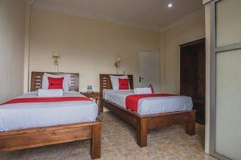 RedDoorz near Kebun Raya Cibodas Cianjur - RedDoorz Twin Room Regular Plan