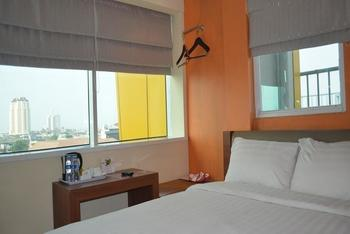 World Hotel Jakarta - Deluxe Room Regular Plan