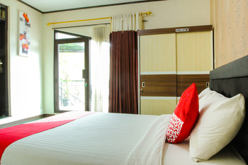 OYO 677 Rianes Family Guest House Lembang - Deluxe Double Room Regular Plan