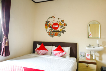 OYO 677 Rianes Family Guest House Lembang - Suite Double Room Regular Plan