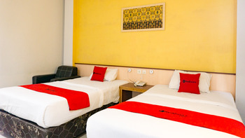 RedDoorz near Pelabuhan Jayapura  Jayapura - RedDoorz Twin Room Basic Deals