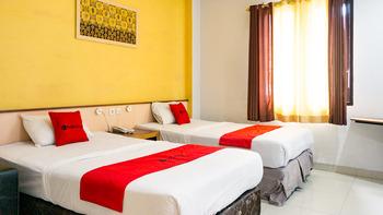 RedDoorz near Pelabuhan Jayapura  Jayapura - RedDoorz Premium Twin Room Basic Deals