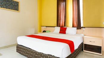 RedDoorz near Pelabuhan Jayapura  Jayapura - RedDoorz Room Basic Deals