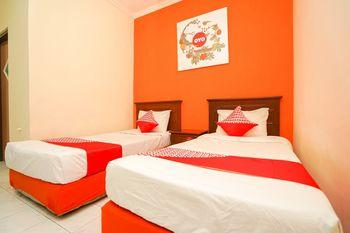 OYO 1225 Hotel Dibino Surabaya - Deluxe Twin Room Regular Plan